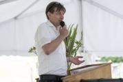 <h5>Der Chef spricht</h5><p>Daniel Schnyder, Heimleiter und Gastgeber eröffnet den Reigen am Rednerpult. </p>